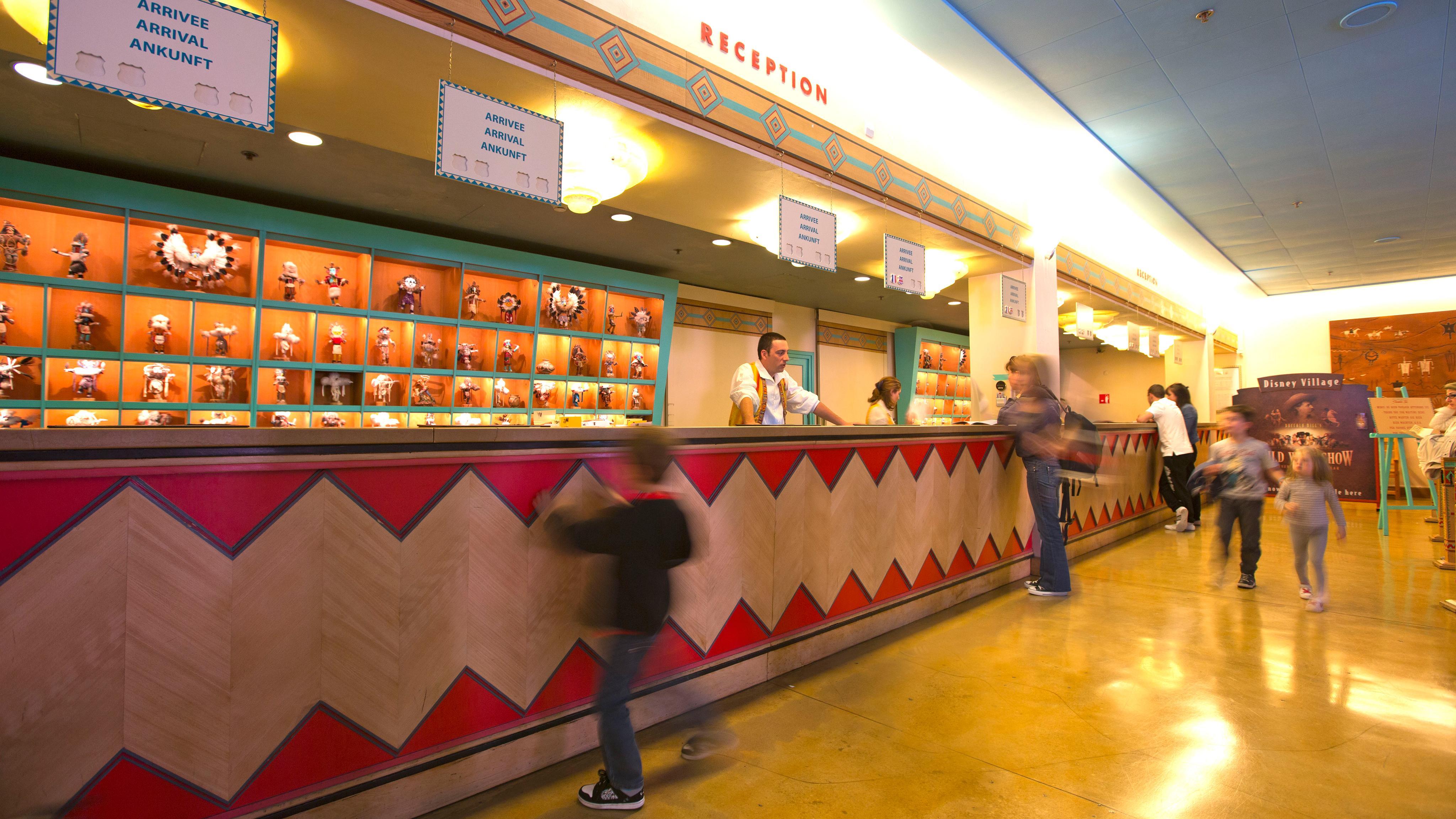 Camere Santa Fe Disneyland : Disney s hotel santa fe disneyland paris