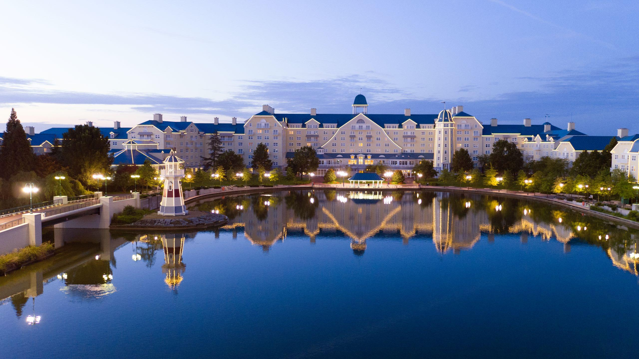 Disneyland Hotel in Disneyland Paris